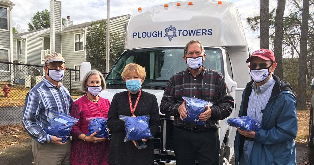 Sam Schloss Lodge #35 Members Donate 100 Covid-19 Relief Kits to Memphis Seniors